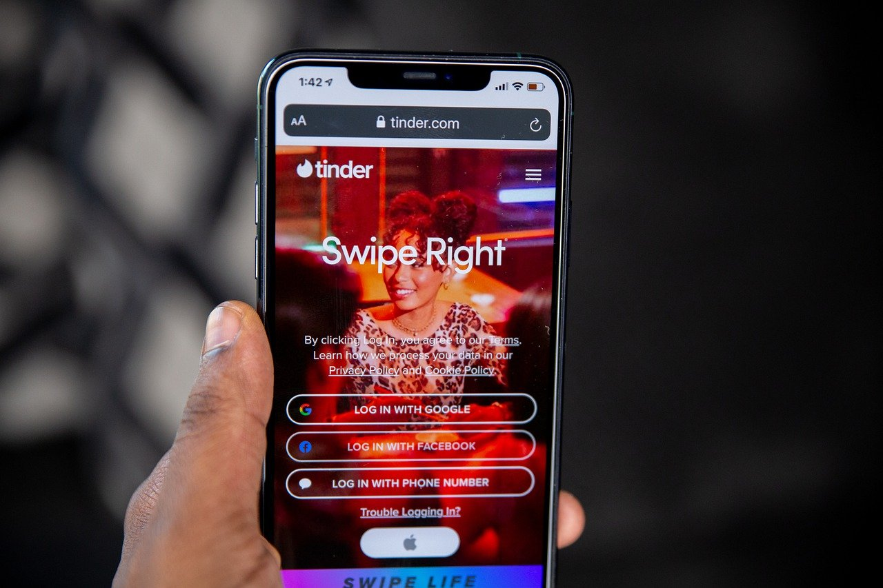smartphone app Tinder